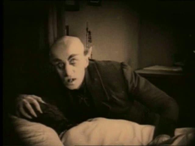 - Max Schreck, quello vero, nei panni di Graf Orlok -